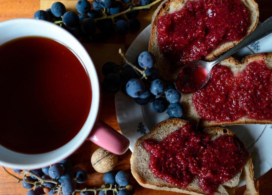 Ricetta della marmellata con uva e melissa