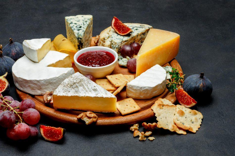 Tagliere con marmellata e formaggi
