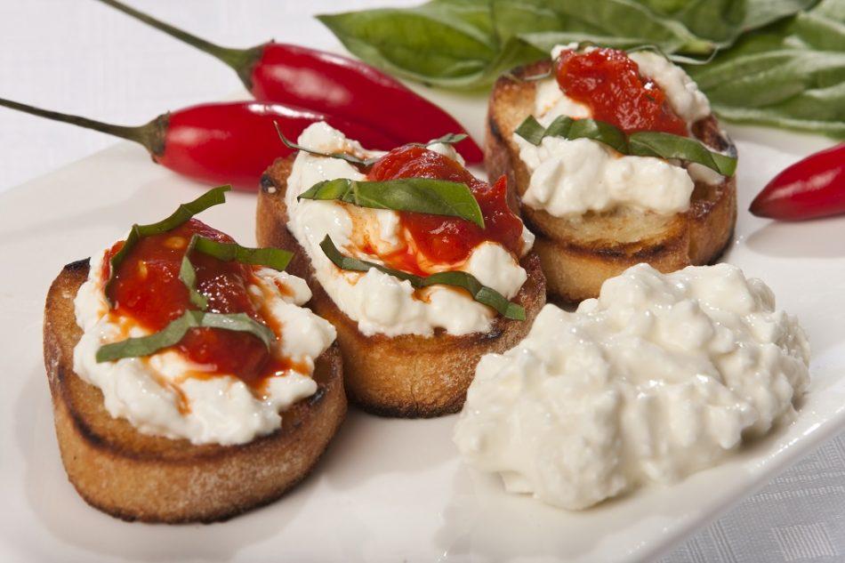crostini-salsa-peperoni